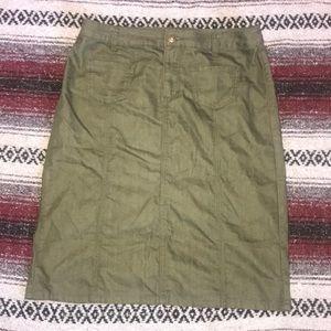 Olive skirt size 12 💕